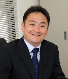 新井田 哲也の顔写真